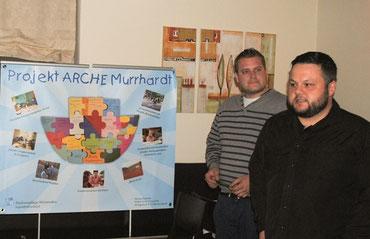 Markus Gentner (vorne) und Holger Mangold stellen die Sozialprojekte vor.