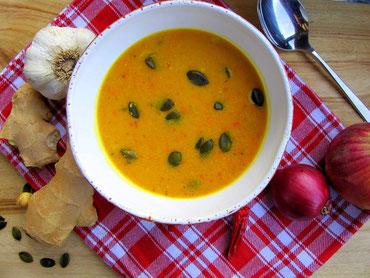 geröstete Paleo Kürbissuppe mit Ingwer, Curry und Kokosmilch