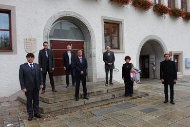 Besuch im Rathaus; Turgay Hilmi, Martin Meier, Günter Stagat, Serdar Deniz, Rainer Hortolani, Birsen Stürmer und Marco Gmelch (von links) Fotos: Dr. Franz Janka