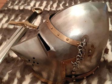 Casque et épée. Azincourt. Source Bruno Le Brun.