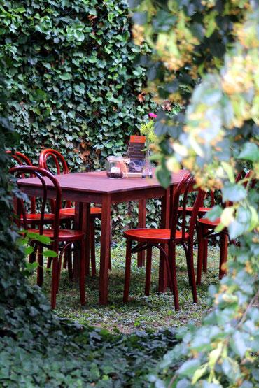 Ein idyllisches Plätzchen bei der Innenhofbühne vor dem Ansturm. Foto:Miche Hepp