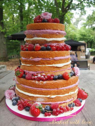 naked cake met rood fruit en lekkere vulling