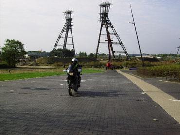 Fördertürme entlang der Maas-Mijnroute