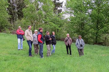 Der Vorstand und Vereinsmitglieder der Natur- und Umwelthilfe Goslar e. V. bei der Planung der Renaturierungsarbeiten vor Ort. Foto: Christian Schulz
