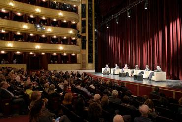 Mehr oder weniger Demokratie in Zeiten der Krise: Diskussion im Burgtheater Wien