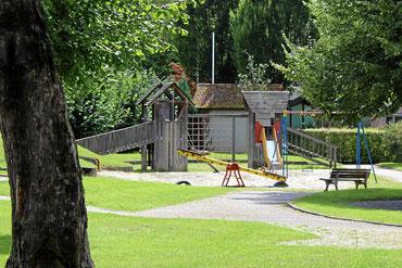 Bild: Kinderspielplatz beim Hirschen Holzen