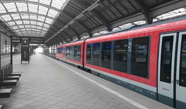Zug aus Dresden im Bahnhof von Breslau