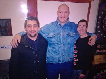 Avec Olivier MERLE (ancien 2ème ligne international) et le légendaire Mathieu ISSALY (pilier de son état, champion de France F1 et F1b) dans mon bar brasserie à Millau.