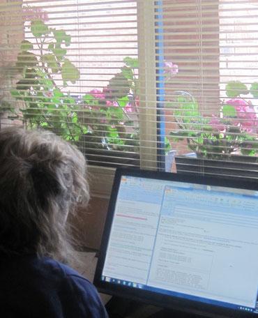 Formatrice en rédaction claire, Anne Vervier vous explique, pas à pas, comment donner rendre un courrier administratif standard plus efficace