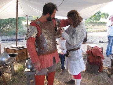 Un bizantino che si prepara alla battaglia