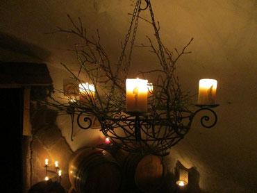 Unser Leuchter war mit Heidelbeer- und Kirschzweigen geschmückt.