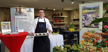 Auch das bekannte Kochbuch von Andreas Buß konnte erworben werden.