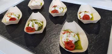 Spargelschäumchen, Grüne-Sauce-Pesto, confierte Tomate