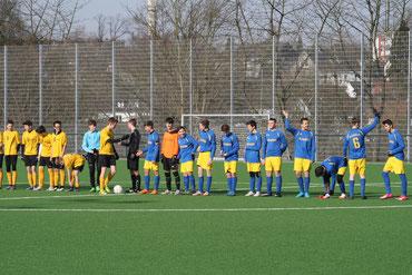 Auf dem Bild die B-Jugend vor dem Anstoß gegen die Fortuna aus Bredeney vor 14 Tagen.