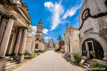 На главном миланском кладбище стоит огромное количество памятников старины. Живые помнят.