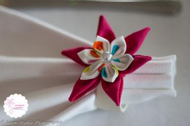 Fleur en tissu rose, décoration table de mariage