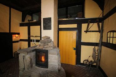Der Eingang zur Ferienwohnung und der Kaminofen