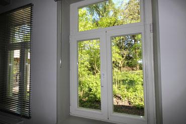 2 von 3 Schlafzimmerfenstern