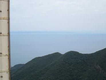 弥彦山頂から望む佐渡島