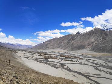 Je höher man kommt, desto karger wird die Landschaft im Wakhan-Tal