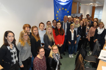Für das Referendariat wünschte Europaabgeordneter Jens Gieseke dem beruflichen Nachwuchs viel Erfolg. Bilder: Ulrichs