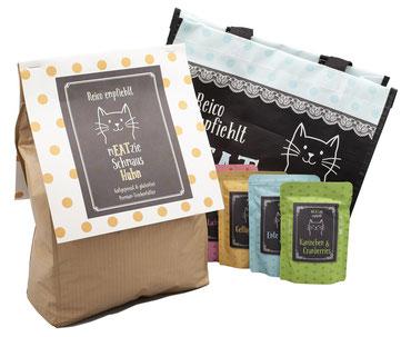 mEATzie Schmaus Huhn 3 kg six bag - 1 mEATzie Tasche blau, 3 kg Sack mEATzie Schmaus Huhn und 4 Pouches mEATzie Feuchtfutter
