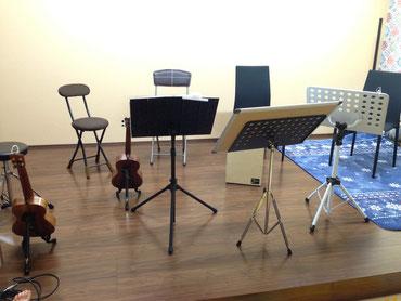 ICMFguitarstudio合同レッスン・合奏練習:7、8人の小規模ウクレレギターオーケストラ