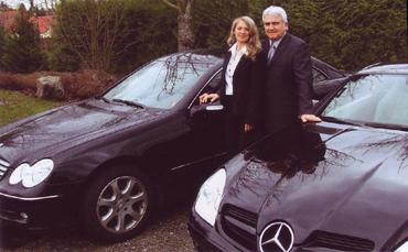 Martine et JC avec leur Deux Mercedes payées par notre socièté