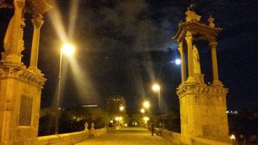 Dinner by full moon on the bridge