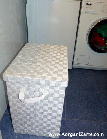 Busca un lugar que esté a mano para poner un cubo para la ropa sucia - AorganiZarte