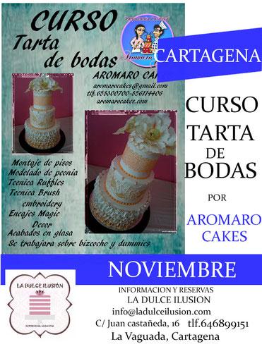 Curso de repostería creativa avanzado en Cartagena, impartido por aromaro cakes. Tartas de bodas, montaje de pisos, acabados en glasa, modelado de peonia, bizcochos y dummies.