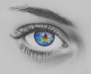 Gesicht mit einem Auge (Trockene Augen, Sicca Syndrom)