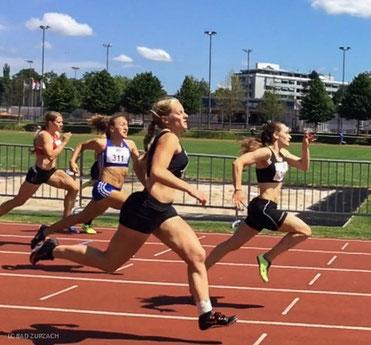 Sieg von Svenja Moll (rechts) im Sprint vor Tessa Morshuis