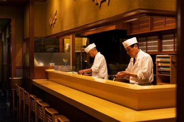 回らないお寿司屋さんの画像です。