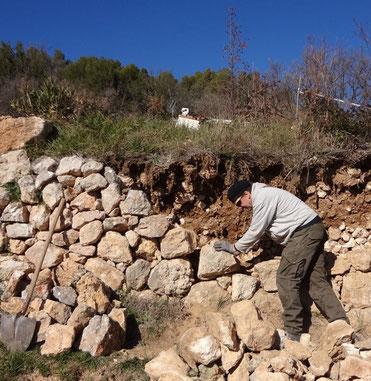 repairing-dry-stone-wall-salernes-var