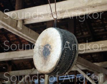 Tambour de cadre utilisé dans la pagode construite sur le site archéologique de Lolei. Cambodge.