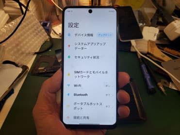 画面修理が完了してチェック中のXiaomi Redmi NOTE9S