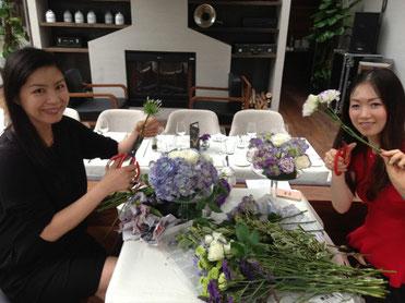 レストランでのフラワーレッスン・イベント。レッスン後には、参加者の皆さんと一緒にワインと料理を楽しみました。