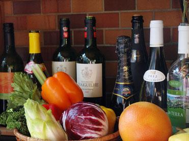 ワインボトルと野菜のイメージ