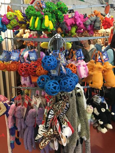 Für Hundehalter mit einem stabilen Nervenkostüm, denn diese Spielzeuge haben es in sich, das Quietschi.