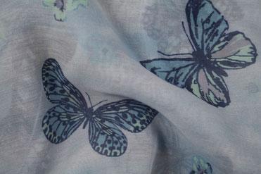 Blauer Schal mit Schmetterlingen