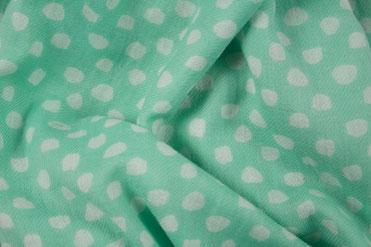 Grüner Baumwollschal mit Punkten