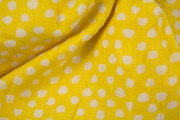 Gelber Baumwollschal gepunktet