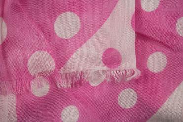 Gepunkteter Schal rosa weiß