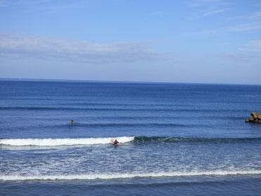 久しぶりに朝から快晴!海の色キレイです。 インサイドは木くずに注意(ー_ー)!!