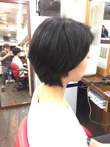 ショートカットのキモはえりあし 横浜・美容室・可愛い女性・ショートスタイル