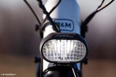 Die Fernlichtfunktion bietet bei Dämmerung, im Wald oder der dunklen Jahreszeit immer ausreichend Sicht und Sicherheit.