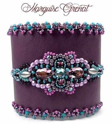 photo bracelet-brode-cuir-violet-strass-cristal-swarovski
