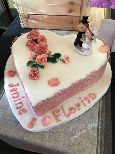 Herztorte Hochzeit Rosen romantisch Vintage Rosa