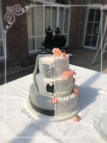 Hochzeitstorte halb und halb